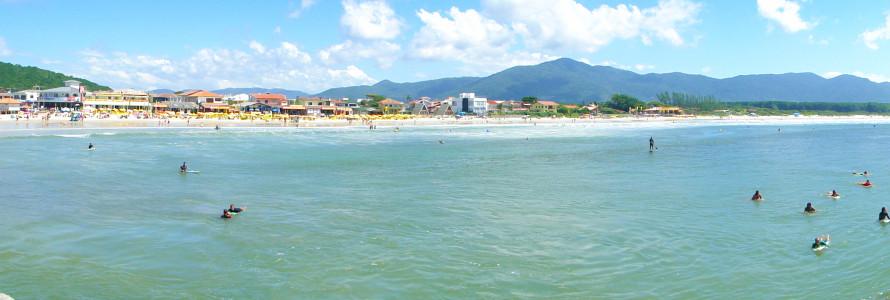 Barrada-Lagoa-Beach-Wide-Shot-Gringo-Samba-Tours-of-Brazil
